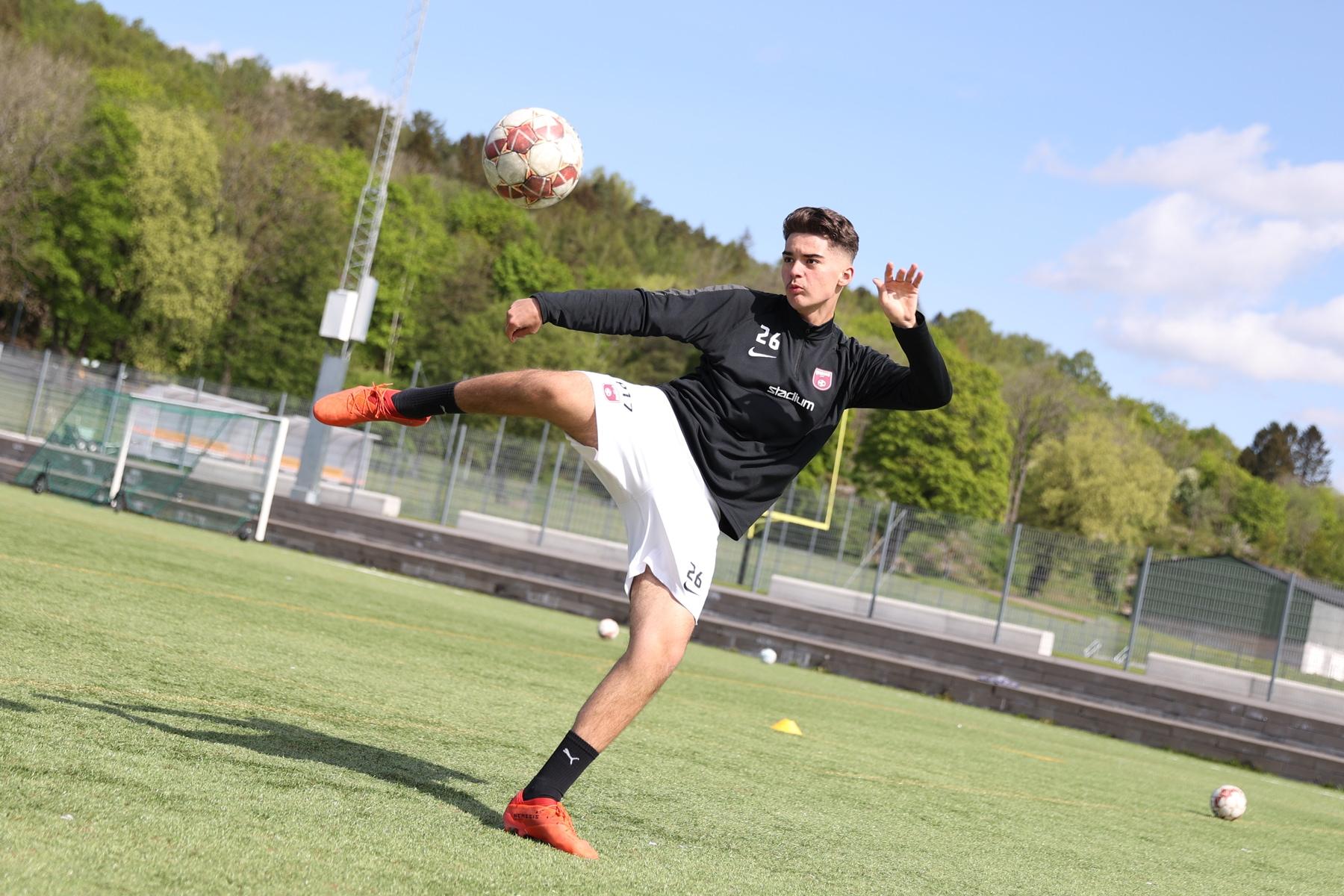 Tekniktränande fotbollsspelare på Änglagårdsskolan.